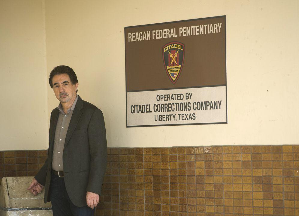 Als zwei Wachen eines privatisierten Hochsicherheitsgefängnisses in Texas ermordet werden, beginnen Rossi (Joe Mantegna) und seine Kollegen mit den... - Bildquelle: ABC Studios