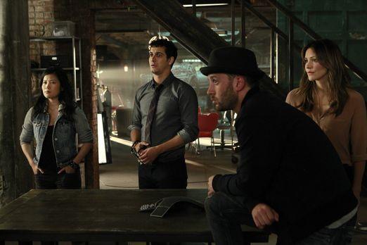 Scorpion - Happy (Jadyn Wong, l.), Walter (Elyes Gabel, 2.v.l.), Toby (Eddie...