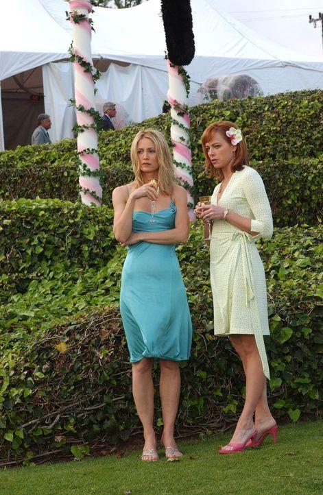 Kirsten (Kelly Rowan, l.) ist schockiert, als Julie (Melinda Clarke, r.) sie bittet, ihre Trauzeugin zu sein ... - Bildquelle: Warner Bros. Television