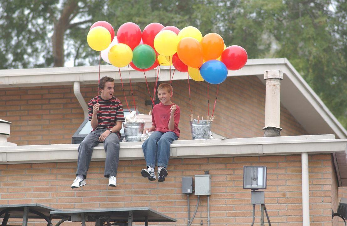 Warten gespannt auf die Ankunft von Reese: Malcolm (Frankie Muniz, l.) und Dewey (Erik Per Sullivan, r.) ... - Bildquelle: 2005 - 2006 Twentieth Century Fox Film Corporation and Regency Entertainment (USA), Inc.