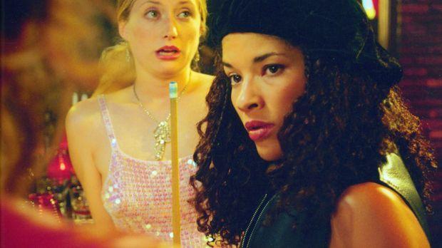 Die Freundinnen Kate (Kate Norby, l.) und Alex (Klea Scott, r.) müssen großes...