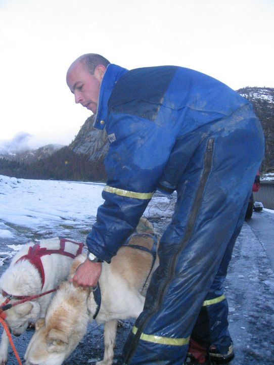 Andreas M. lässt sein sicheres Leben in Deutschland zurück, um in der einsamen Wildnis Norwegens, als Hundeschlitten-Führer zu arbeiten. - Bildquelle: ProSieben