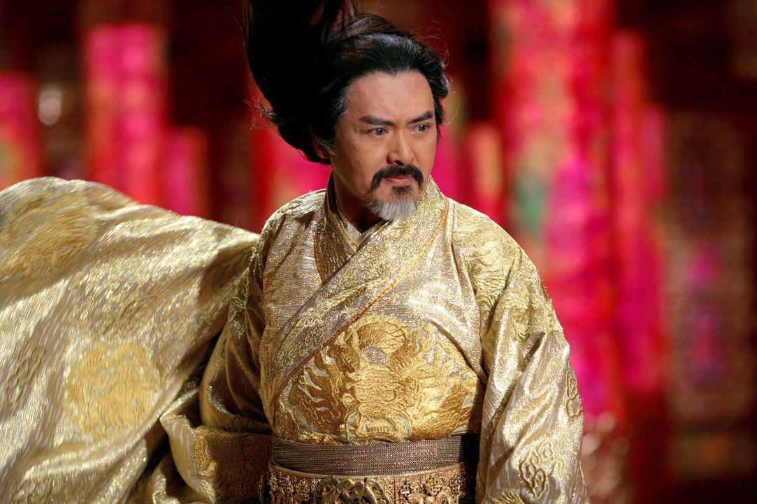 Als Kaiser Ping (Yun Fat Chow) von langjährigen Kriegszügen unerwartet an den Hof zurückkehrt, merkt er sofort, dass im Palast so einiges faul is... - Bildquelle: TOBIS Film