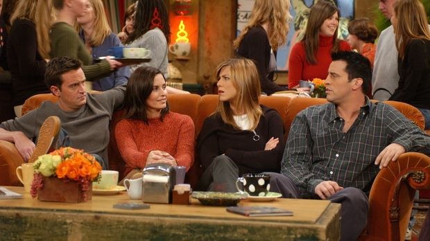 Wahre Freunde: Chandler (Matthew Perry, l.), Monica (Courteney Cox, 2.v.l.),...