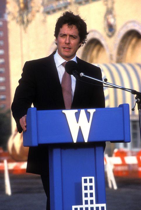Endlich löst George Wade (Hugh Grant) sein Versprechen ein - zu spät?... - Bildquelle: Warner Bros.