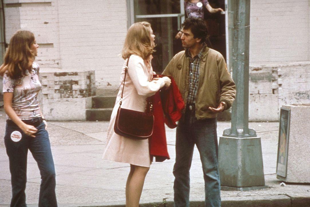 Das erste Date zwischen Travis Bickle (Robert De Niro, r.) und der Wahlkampfhelferin Betsy (Cybill Shepherd, M.) endet anders als sich das Travis er... - Bildquelle: Columbia Pictures