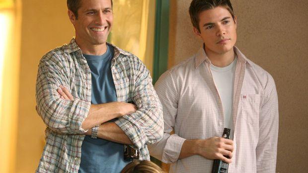 Harry (Rob Estes, l.) ist froh, dass er seinen Sohn Sean (Josh Henderson, r.)...