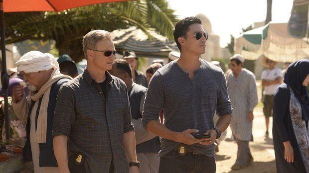 Jack (Gary Sinise, r.) und Matt (Daniel Henney, l.) reisen mit ihrem Team nac...
