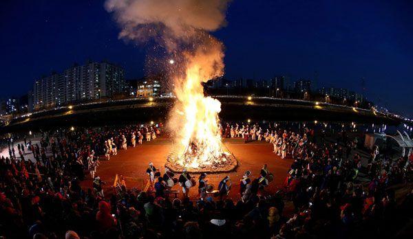 Vollmond-Fest in Seoul - Bildquelle: dpa