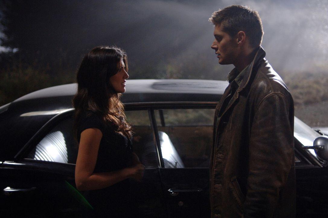 Ein gefährliches Unterfangen: Dean (Jensen Ackles, r.) versucht, die Dämonin (Jeanette Sousa, l.) in eine Falle zu locken ... - Bildquelle: Warner Bros. Television