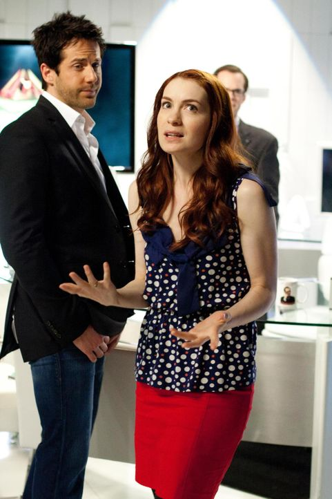 """Zane Donovan (Niall Matter, l.) rät Holly (Felicia Day, r.), ihr """"neues? Leben zu genießen und schon beginnt sie, Pläne zu schmieden ... - Bildquelle: Universal Television"""