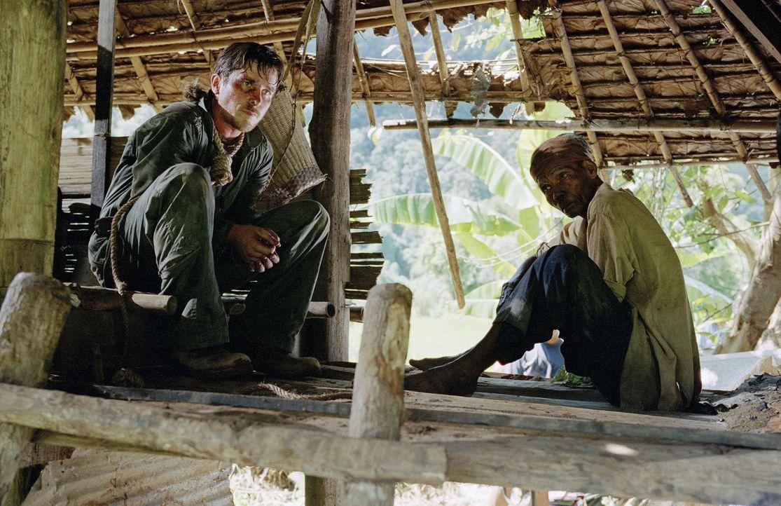 Wird es dem amerikanischen Kampfpiloten Dieter Dengler (Christian Bale, l.) gelingen die Dschungel-Hölle jemals lebend zu verlassen? - Bildquelle: Lena Herzog 2006 Top Gun Productions, LLC. All Rights Reserved.