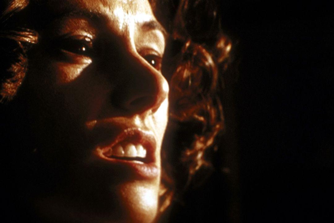 Ellen Adderly (Michelle Joyner) beschwört mit ihrer Eifersucht eine ganz andere Seite ihres Ichs herauf, vor der sie sich selber fürchtet. - Bildquelle: TM +   2000 Twentieth Century Fox Film Corporation. All Rights Reserved.
