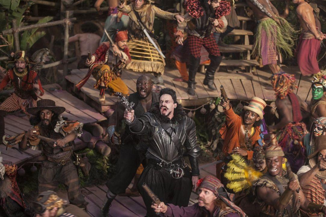 Die mit magischen Bewohnern bevölkerte Welt namens Nimmerland leidet unter der Macht des bösen Piraten Blackbeard (Hugh Jackman, M.). Kann der uners... - Bildquelle: Warner Brothers