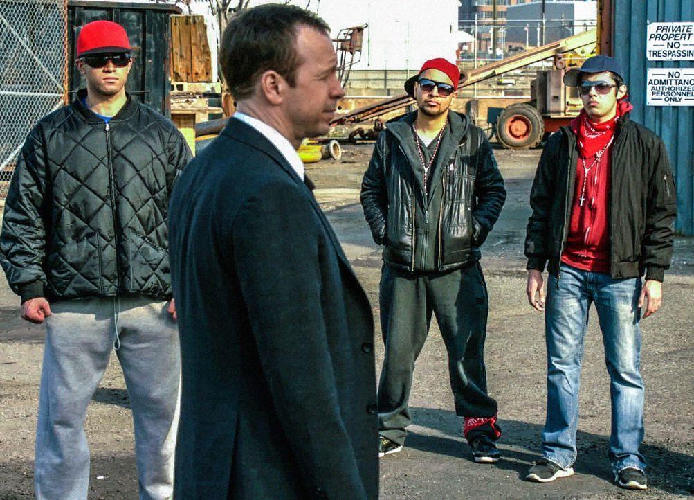 So schnell gibt es keine Einigung. Bald muss Danny (Donnie Wahlberg) die Konsequenzen seines von ihm verzweifelt gesuchten Gesprächs mit dem Bandenc... - Bildquelle: 2013 CBS Broadcasting Inc. All Rights Reserved.