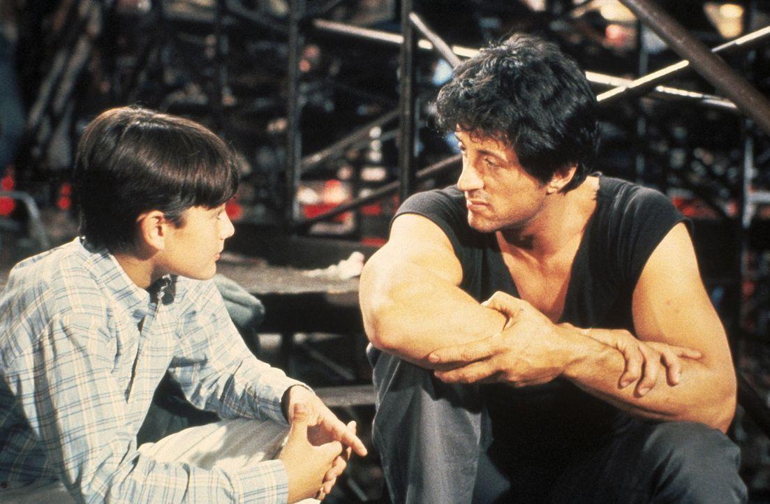 Irgendwann hat der Trucker Lincoln Hawk (Sylvester Stallone, r.) seine Ehefrau Christina und den Sohn Michael (David Mendenhall, l.) verlassen. Als... - Bildquelle: Warner Bros.