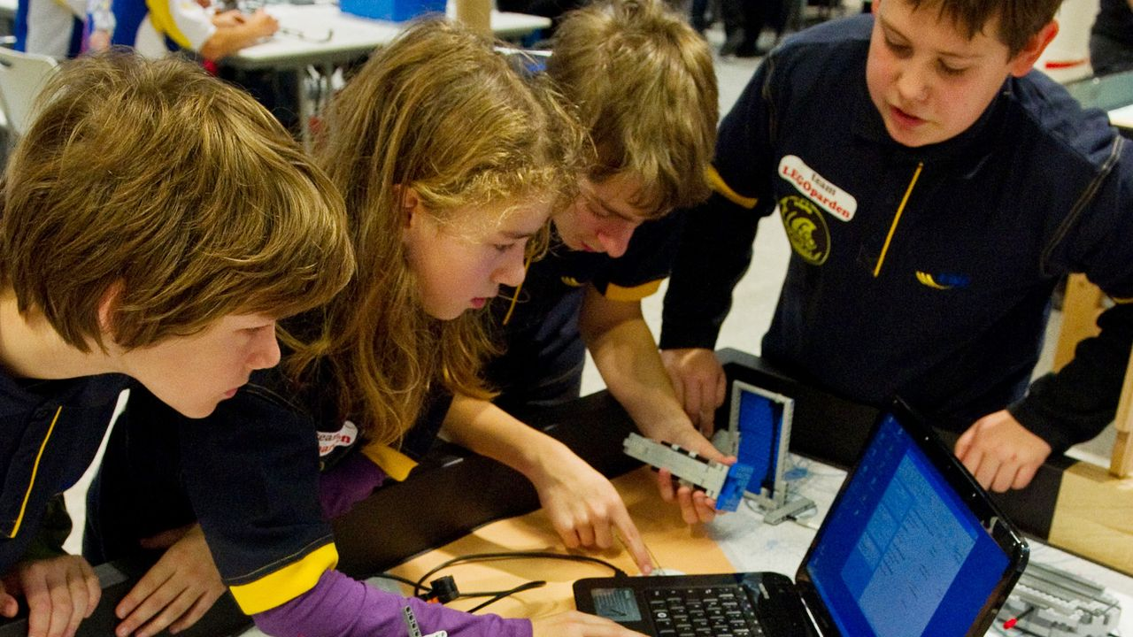 kinder-technik-mikrocomputer-lego-roboter-11-07-21-dpa - Bildquelle: dpa
