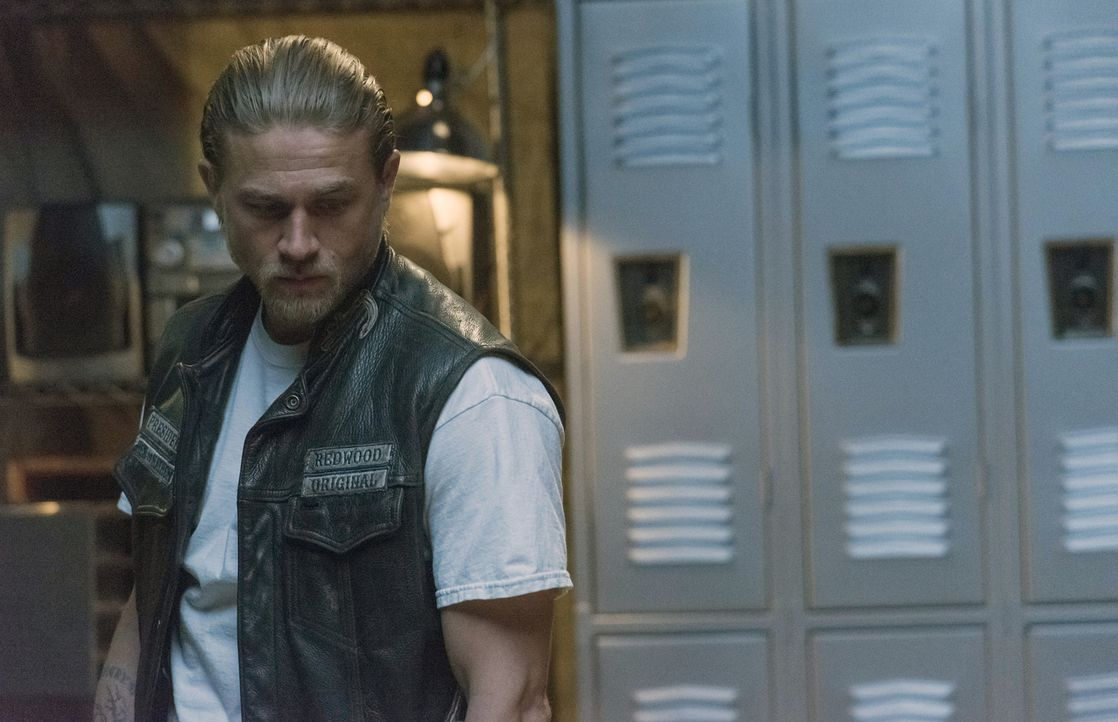 Hat nicht ahnen können, dass das Gespräch mit Wendy dazu führt, die Wahrheit über Taras Tod herauszufinden: Jax (Charlie Hunnam) ... - Bildquelle: Prashant Gupta 2013 Twentieth Century Fox Film Corporation and Bluebush Productions, LLC. All rights reserved.