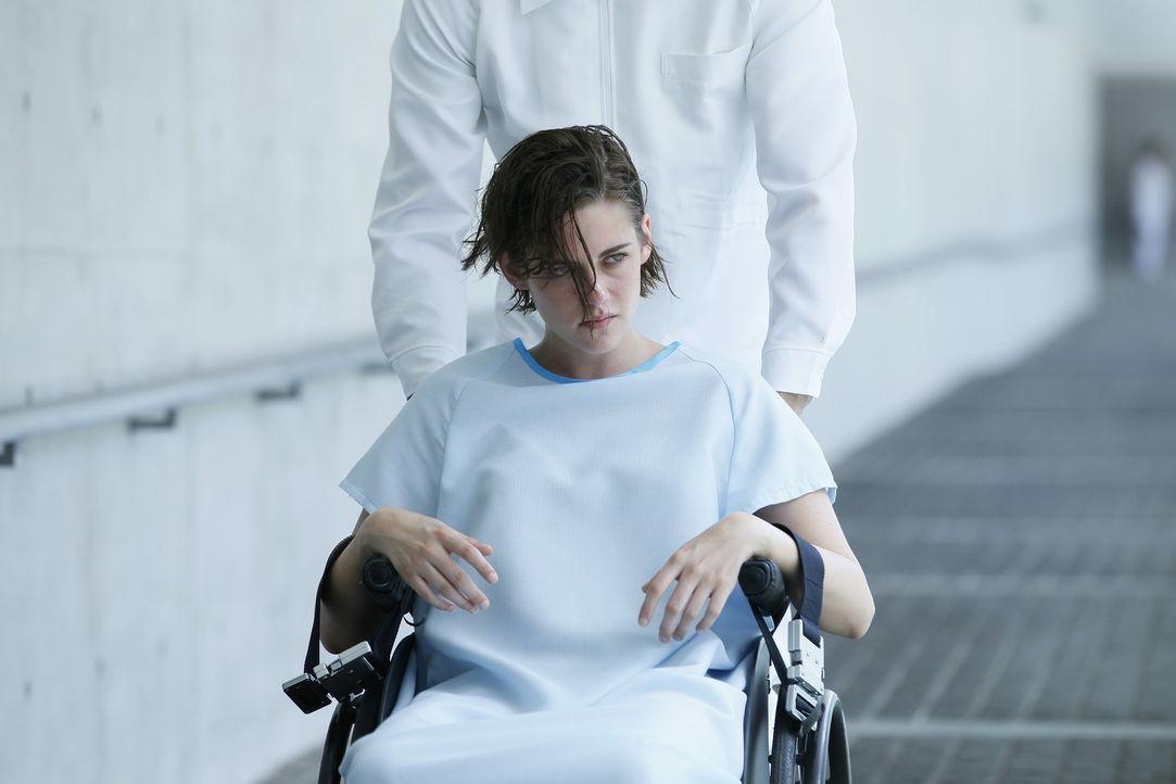 """Nia (Kristen Stewart) wird zu einer katastrophalen Gefahr für die Welt der """"Equals"""", als sie sich eine Krankheit einfängt, die ihre Emotionen wieder... - Bildquelle: Koch Media GmbH"""