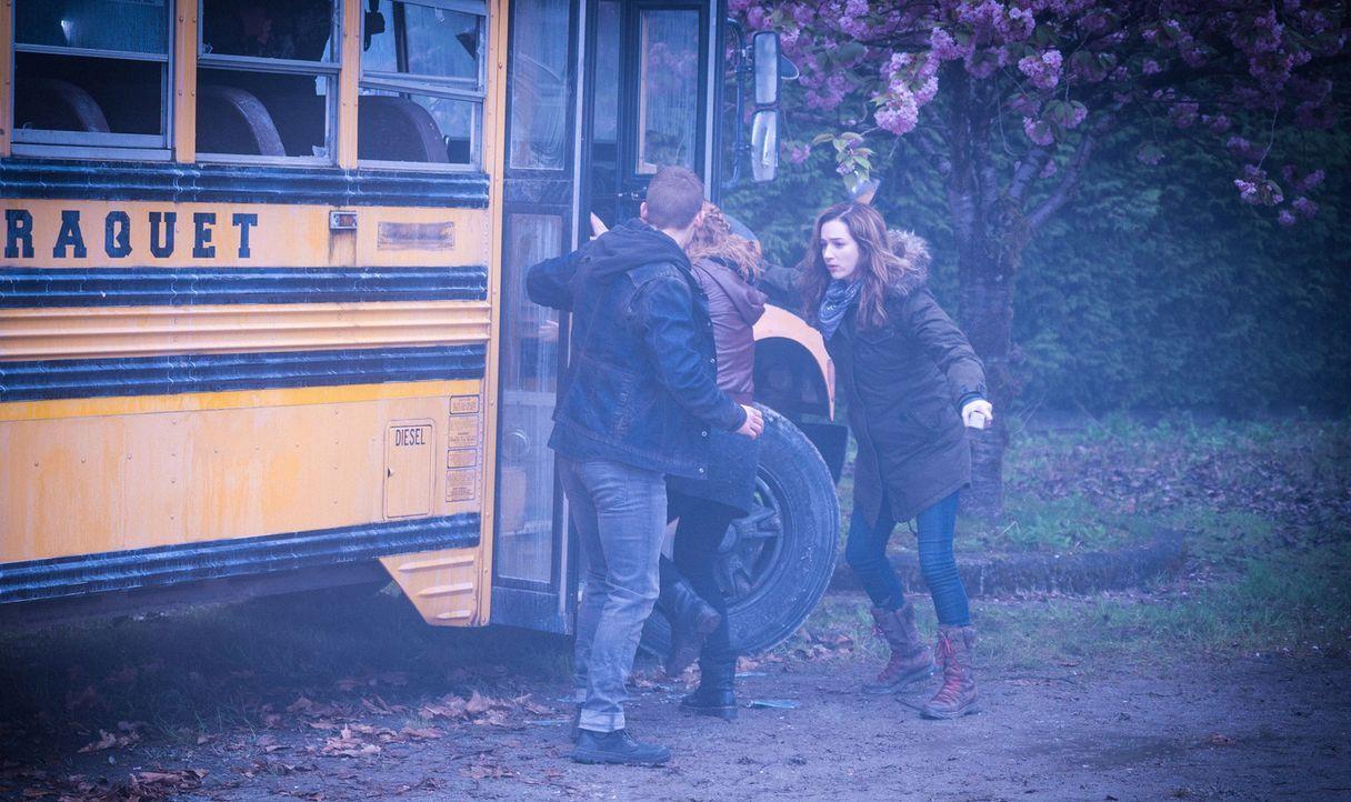 Caraquet war Jamies (Kristen Connolly, r.) letzte Hoffnung auf Zuflucht. Als sie dort mit Logan ankommt, ist sie jedoch mehr als schockiert und scho... - Bildquelle: Shane Harvey 2016 CBS Broadcasting Inc. All Rights Reserved.