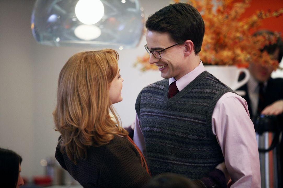 Als Betty erfährt, dass ihre neue Freundin (Jayma Mays, l.) Henrys (Christopher Gorham, r.) Freundin ist, heckt sie einen Plan aus ... - Bildquelle: Buena Vista International Television