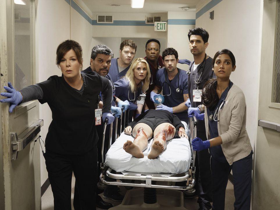 (1. Staffel) - Sind in einem völlig unterbesetzten Krankenhaus im Dauereinsatz: (v.l.n.r.) Dr. Leanne Rorish (Marcia Gay Harden), Jesse Salander (Lu... - Bildquelle: Kurt Iswarienkio 2015 ABC Studios