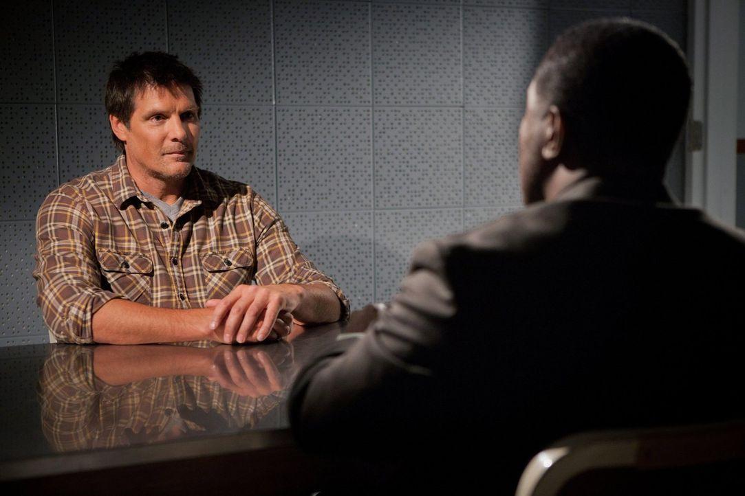 Was hat der dubiose Dan (Paul Johansson, l.) wirklich mit dem Verschwinden seines Sohnes Nathan zu tun? - Bildquelle: Warner Bros. Pictures