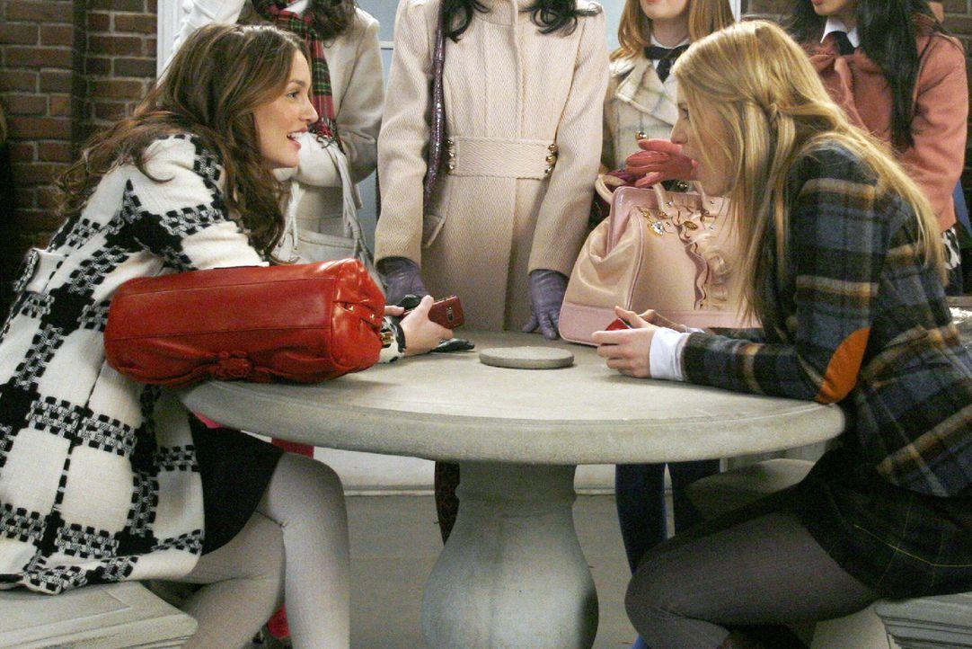 Blairs (Leighton Meester, l.) Aufnahme in Yale ist Serenas (Blake Lively, r.) Verzicht auf ihren Platz an der Universität zu verdanken. Doch anstatt... - Bildquelle: Warner Brothers