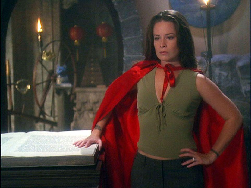Piper (Holly Marie Combs) nimmt ihren Mut zusammen und zeigt der bösen Hexe, wer die Mächtigere ist ... - Bildquelle: Paramount International Television