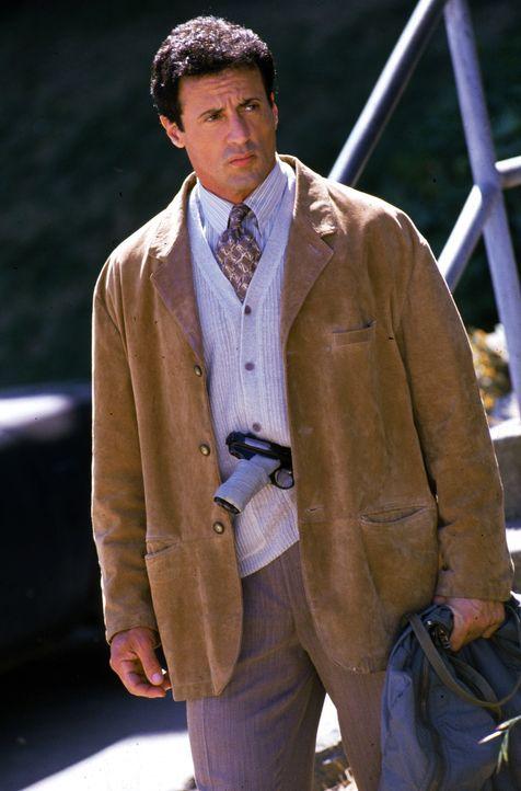 Robert Rath (Sylvester Stallone) ist einer der besten und erfahrensten Profikiller, die es gibt. Doch jetzt will er sich zur Ruhe setzen. - Bildquelle: Warner Bros. Television