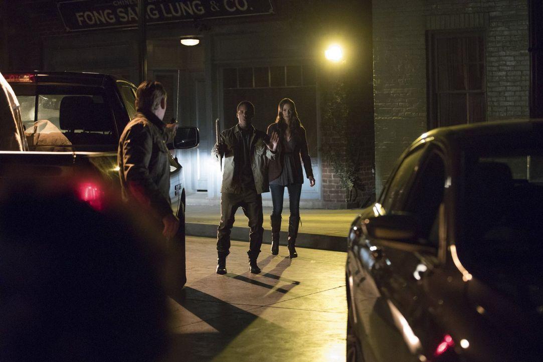 Matt (Zach Roehrig, l.) und Dorian (Demetrius Bridges, M.) machen sich auf die Suche nach Seline (Kristen Gutoskie, r.) und den größten Teil der Glo... - Bildquelle: Warner Bros. Entertainment, Inc.