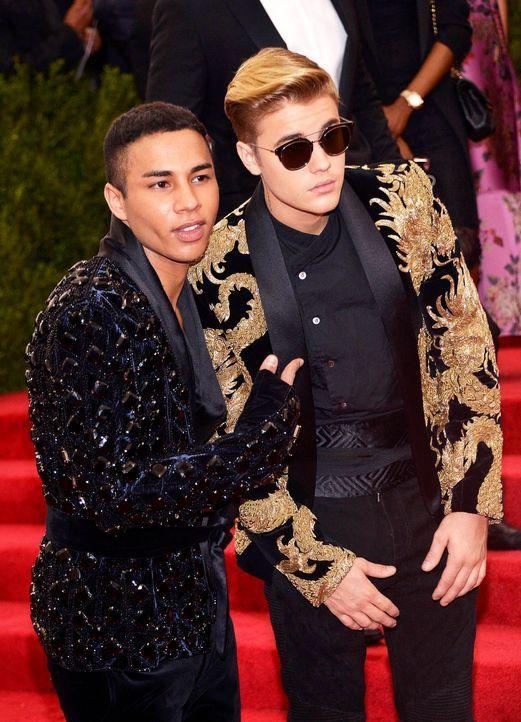 Met-Ball-Justin-Bieber-Olivier-Rousteing-15-05-04-dpa - Bildquelle: dpa