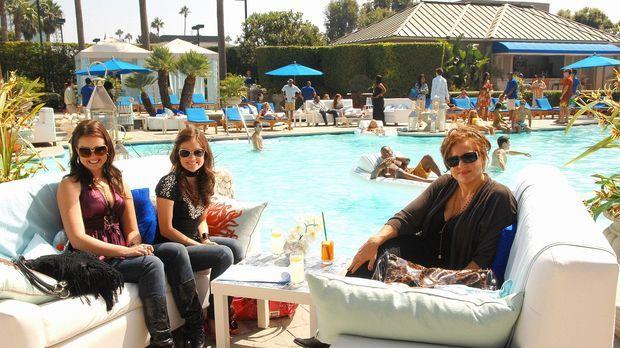 Die wichtige PR-Managerin Patricia Kingston (Kathy Najimy, r.) will Sage (Ash...