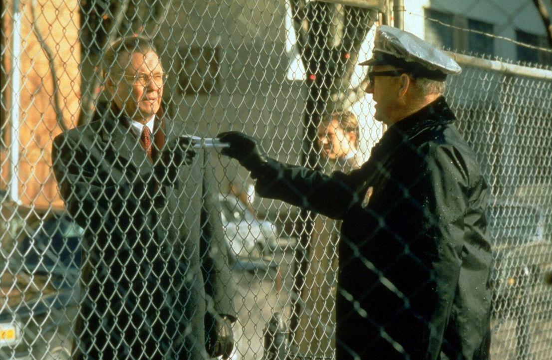Gemeinsam machen sich Robert Clayton Dean und der im Untergrund arbeitende Bewachungsexperte Brill (Gene Hackman, r.) daran, dem hemmungslosen Agent... - Bildquelle: Buena Vista Pictures
