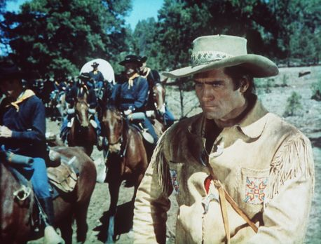 Man nannte ihn Kelly - Der erfahrene Trapper Kelly (Clint Walker, r.) weigert...