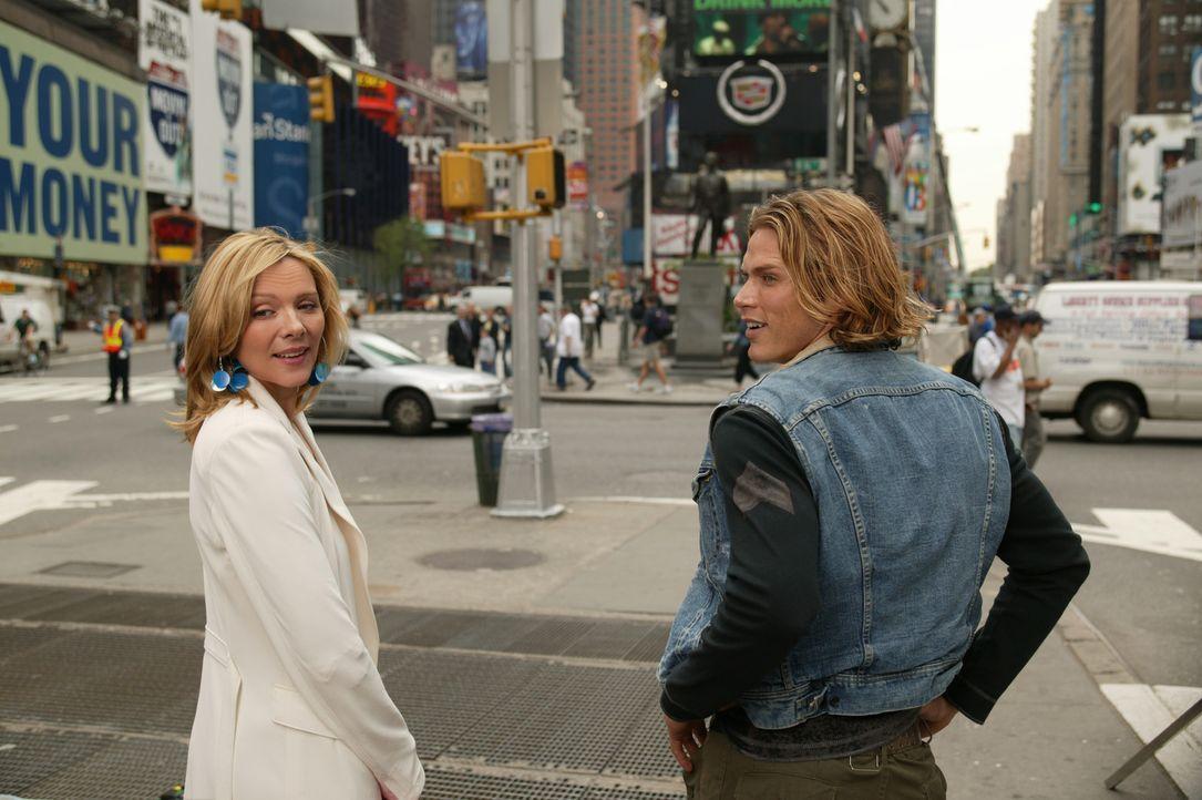 Unermüdlich ist Samantha (Kim Cattrall, l.) im Einsatz für Smith (Jason Lewis, r.). Doch nicht alle ihre Aktionen finden seine Zustimmung ... - Bildquelle: Paramount Pictures