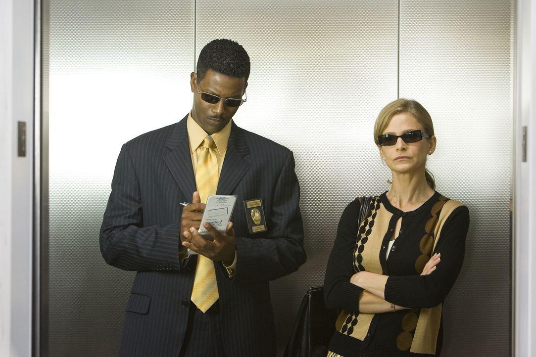 Ermitteln in einem neuen Fall: Sgt. David Gabriel (Corey Reynolds, l.) und Brenda (Kyra Sedgwick, r.) ... - Bildquelle: Warner Brothers