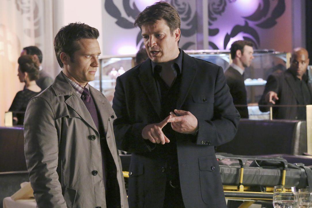 Richard Castle (Nathan Fillion, r.) ist eifersüchtig, weil Beckett einen Milliardär beschützen muss, der sofort anfängt mit ihr zu flirten. Er k... - Bildquelle: ABC Studios