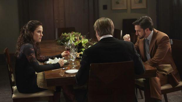 Dr. Hannibal Lecter (Mads Mikkelsen, M.) hat Dr. Alana Bloom (Caroline Dhaver...