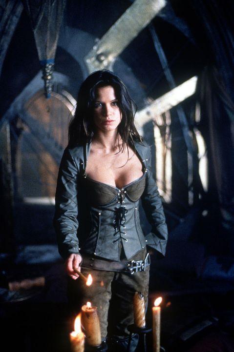 Erliegt dem Charme des tollkühnen Beowulf: Kyra (Rhona Mitra) ... - Bildquelle: Kinowelt Filmverleih