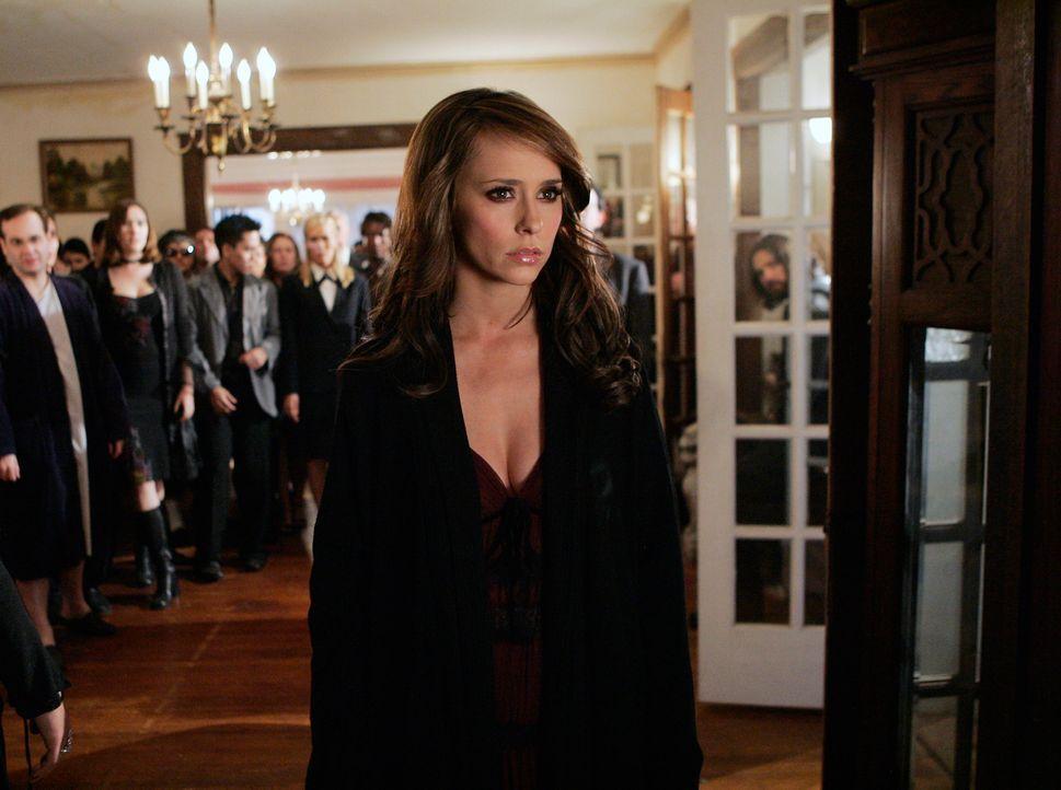 Bei einer Trauerfeier beobachte Melinda (Jennifer Love Hewitt) zufällig einen Lebenden, der ebenfalls die Gabe besitzt, mit den Toten zu reden … - Bildquelle: ABC Studios