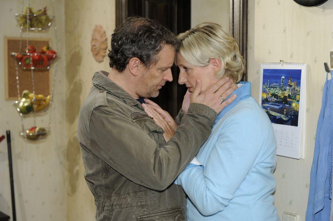 Sind glücklich miteinander: Ingo (Wolfgang Wagner, l.) und Susanne (Heike Jonca, r.) ... - Bildquelle: SAT.1
