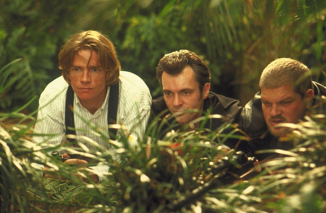 Wollen nicht nur Ursula entführen, sondern auch den intelligenten Affen Ape: (v.l.n.r.) Lyle (Thomas Haden Church), Max (Greg Cruttwell) und Thor (... - Bildquelle: Disney Enterprises Inc.