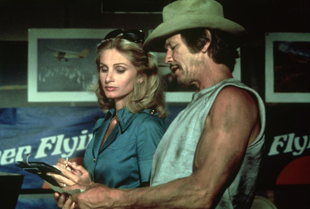 Ann (Jill Ireland, l.) und Nick (Charles Bronson, r.) schmieden einen Plan, wie sie Anns Mann aus dem Gefängnis befreien können ... - Bildquelle: 1975 Columbia Pictures Industries, Inc. All Rights Reserved.