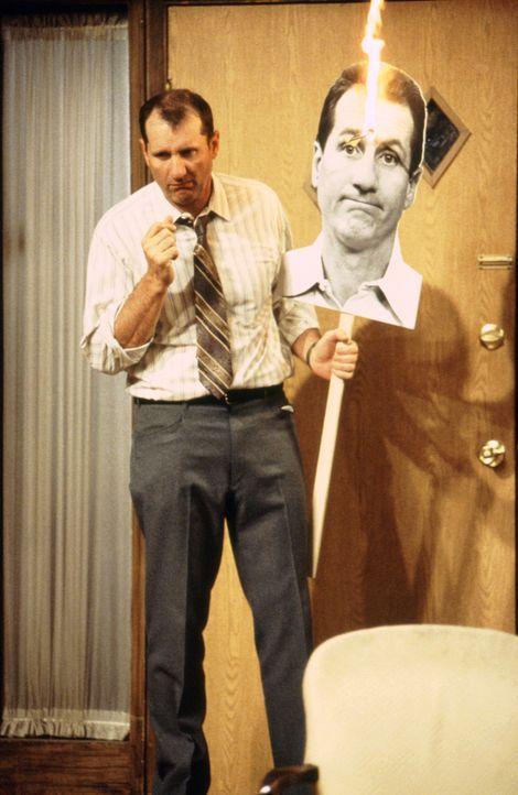 Al (Ed O'Neill) ist gar nicht begeistert, dass seine Schwiegermutter nun bei den Bundys eingezogen ist... - Bildquelle: 1995, 1996 ELP Communications. All Rights Reserved.