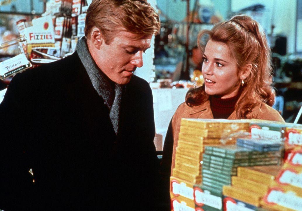 Sogar beim Einkaufen gibt es Stress zwischen Paul (Robert Redford, l.) und Corie (Jane Fonda, r.) ... - Bildquelle: TM, ® &   (2003) by Paramount Pictures. All Rights Reserved.