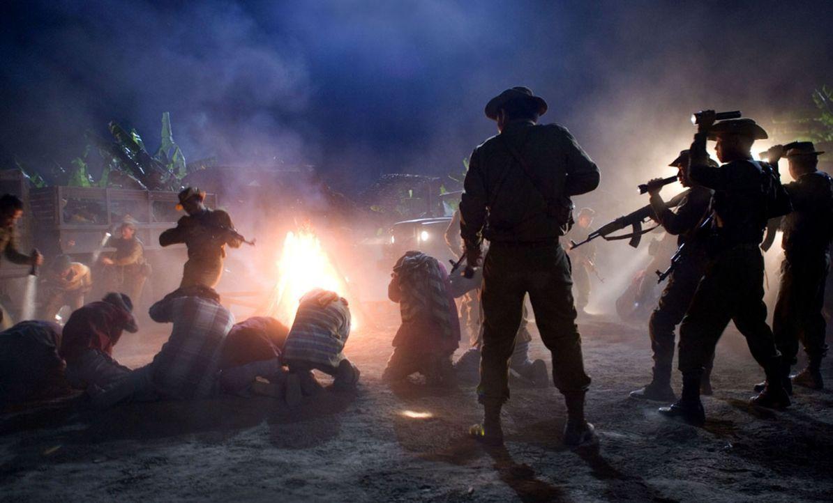 Das Militär schlägt zurück ... - Bildquelle: Karen Ballard Nu Image Films