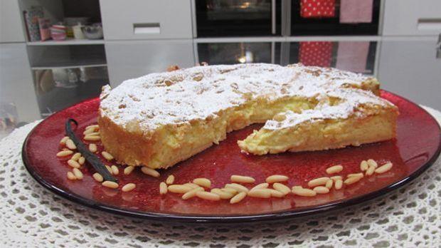 Die Torta Della Nonna ist eine traditioneller, italienischer Kuchen und wie w...