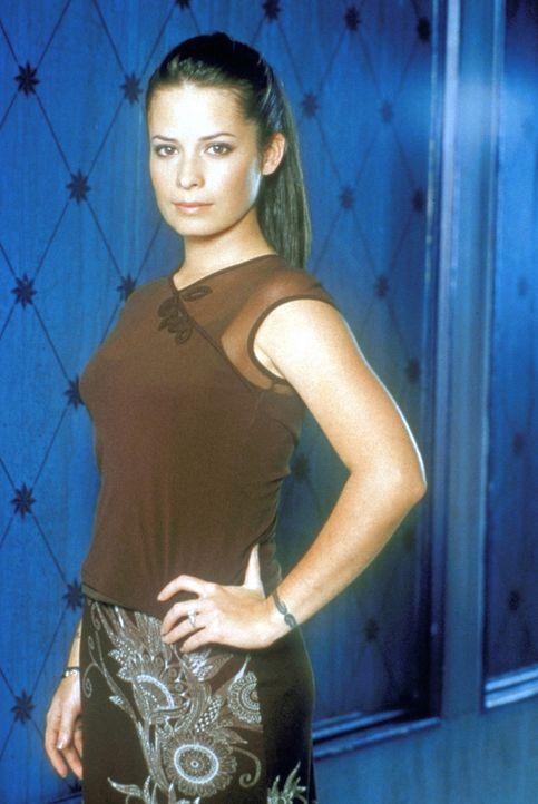 (2. Staffel) - Pipers (Holly Marie Combs) persönliche Waffe: Sie kann die Zeit anhalten. - Bildquelle: Paramount Pictures