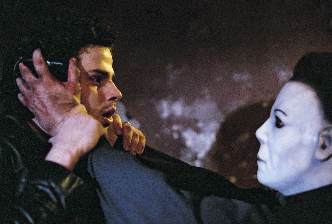 Schon bald muss Musiker Jim (Luke Kirby, l.) erkennen, dass Michael Myers (Brad Loree, r.) keinen Spaß versteht ... - Bildquelle: Dimension Films